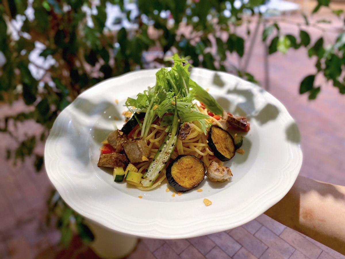 新パスタメニュー【竜神豚ベーコンと夏野菜のスモーキーペペロンチーノ】